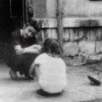 Madeleine DELBREL avec l'enfant et la toupie